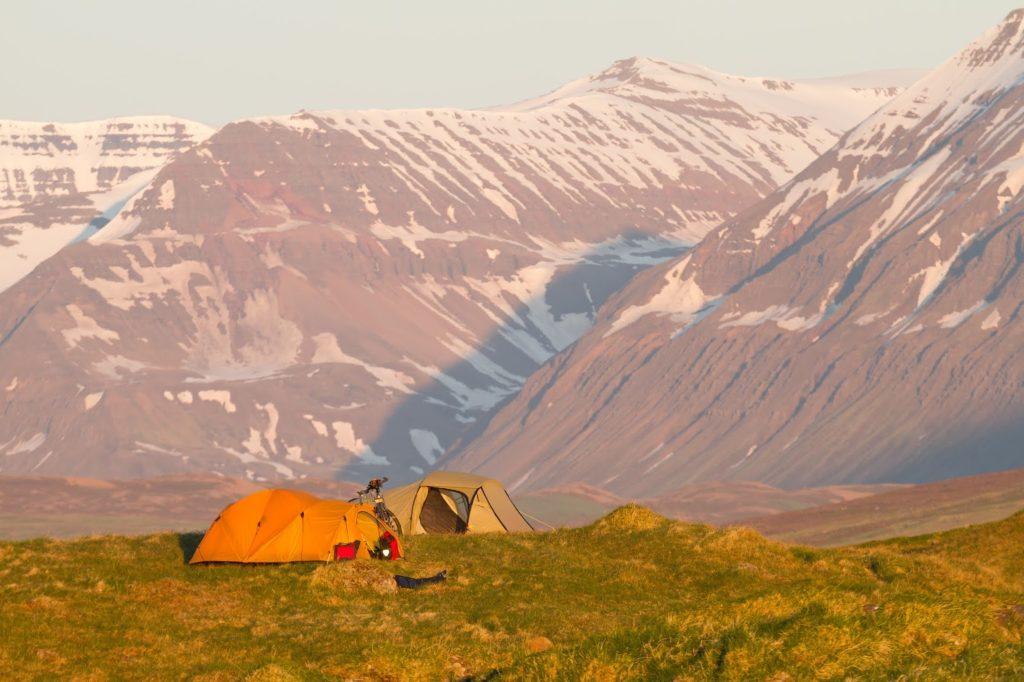 Sol de medianoche en Islandia. ¡24 horas mágicas de luz!