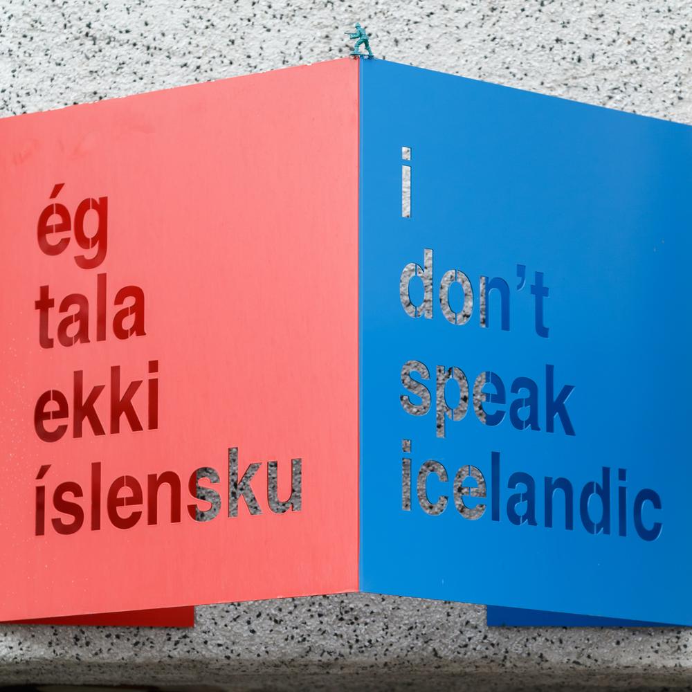 """Cartel en idioma Islandés y su traducción al ingles """"no hablo Islandés"""""""