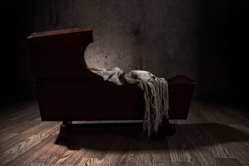 La cuna de bebé nos recuerda a las trágicas muertes de los hijos de Halla