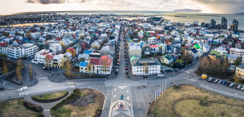 Vistas de Reykjavik donde el carácter Islandés está marcado