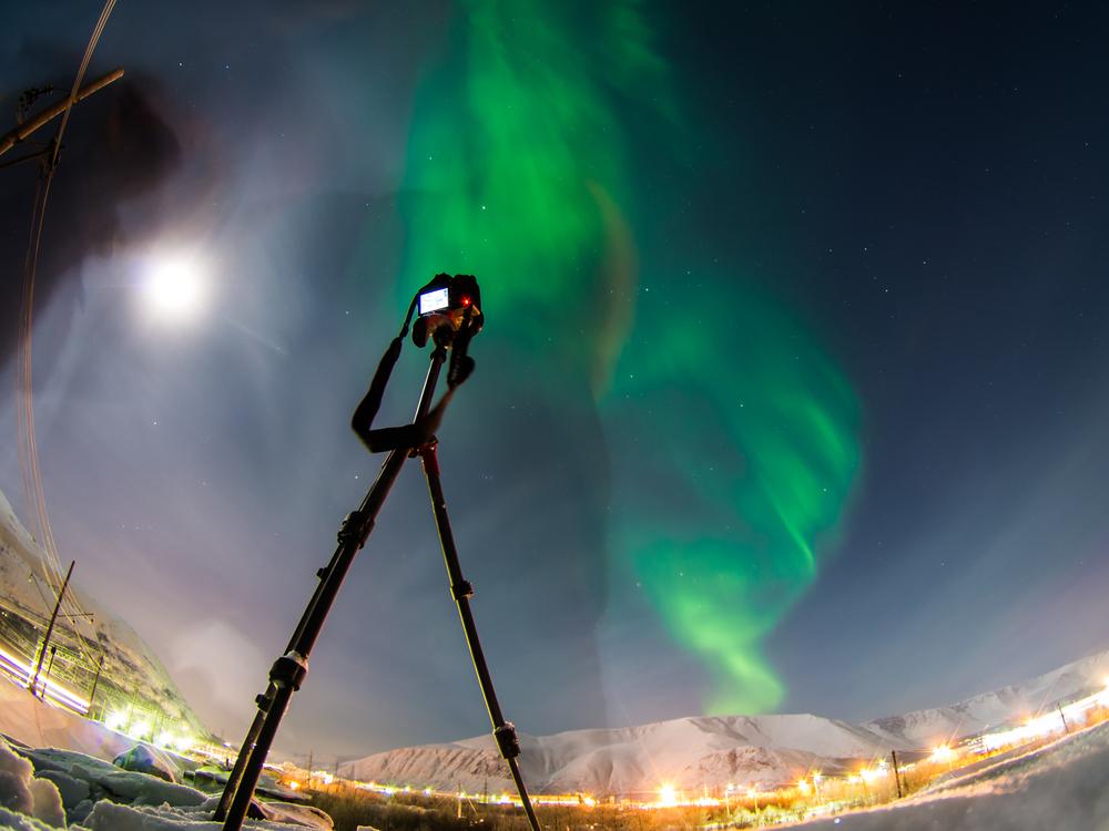 De los mejores consejos de fotografía es que tengas un trípode para la aurora boreal en Islandia
