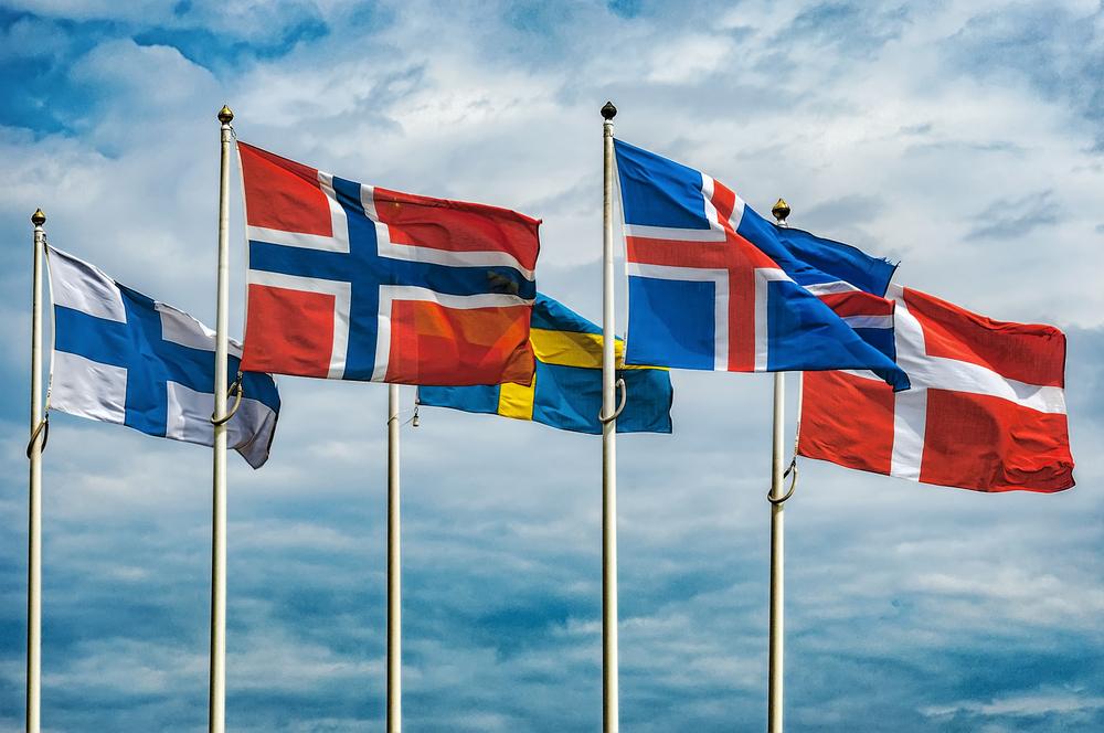Banderas de los países considerados parte de Escandinavia
