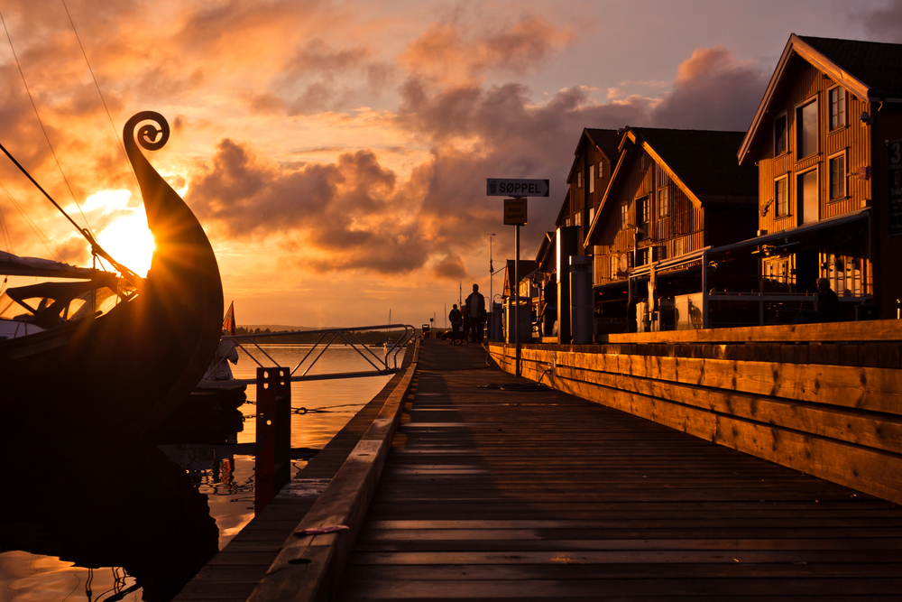 Barco vikingo en el muelle, bagaje cutural de escandinavia