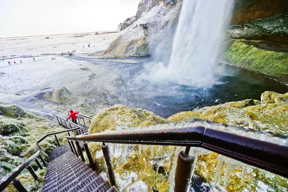 Escalinata de acceso a la cascada Seljalandsfoss