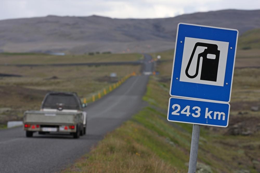 Señal de distancia entre estaciones de servicio en Islandia