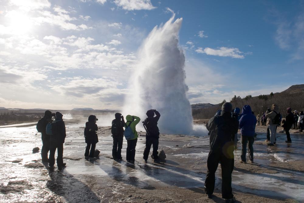 Turistas en temporada alta Islandia