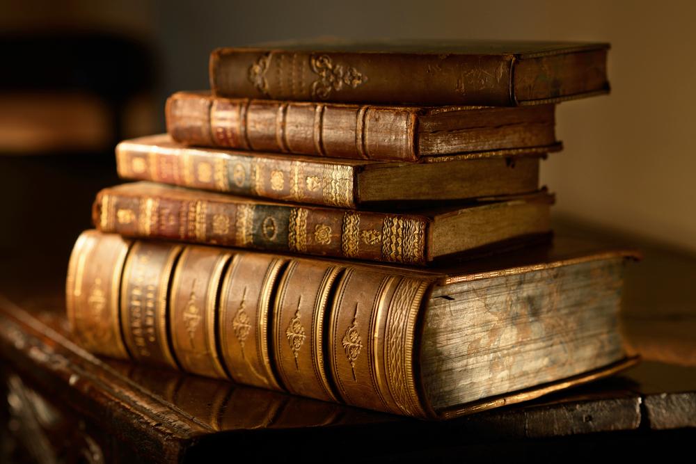 Libros de historia antiguos con datos de la historia de Islandia