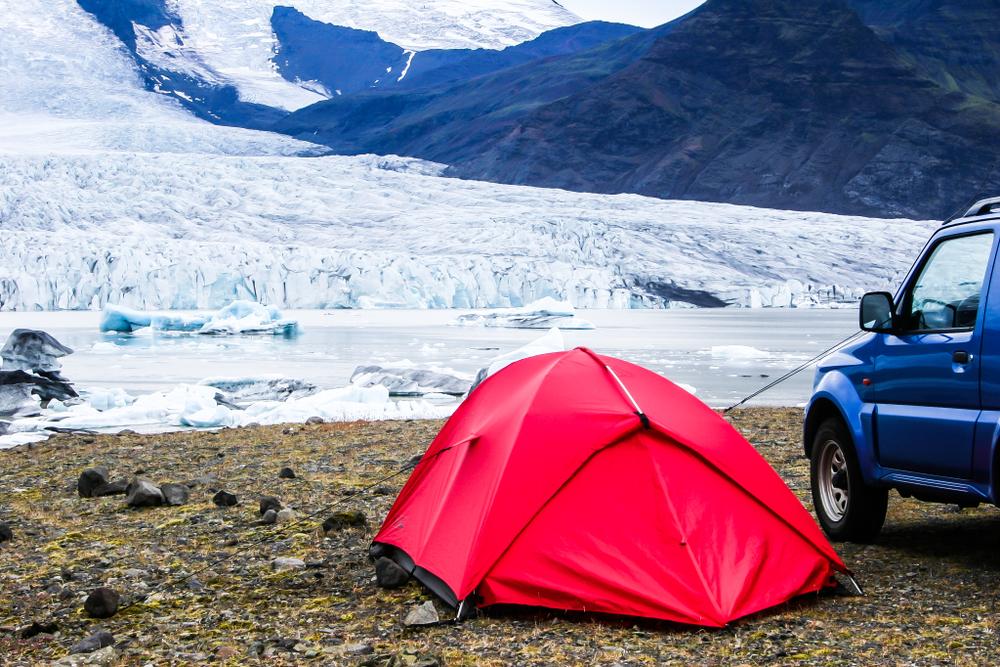 Campamento abierto en invierno con instalaciones mínimas