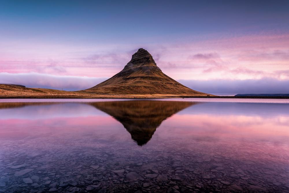Kirkjufell es uno de los montes más fotografiados de Islandia