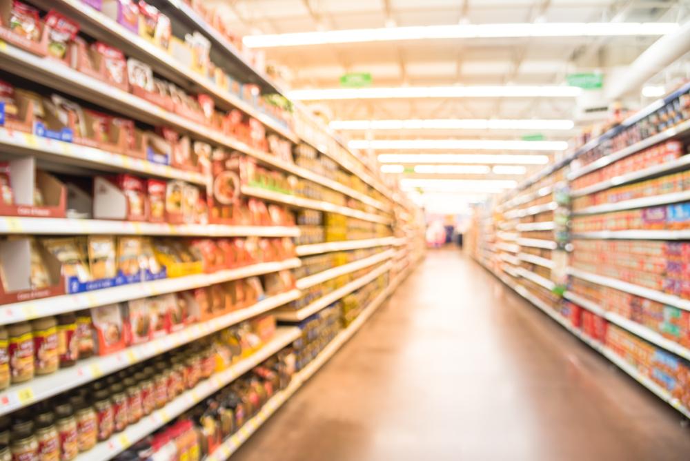 Pasillo de supermercado para ir de compras en Islandia de comida