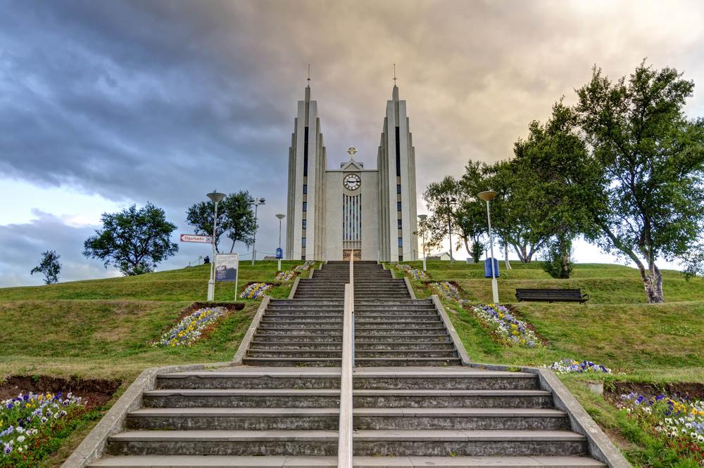 La iglesia de Akureyri en la lista de las iglesias más bonitas de islandia