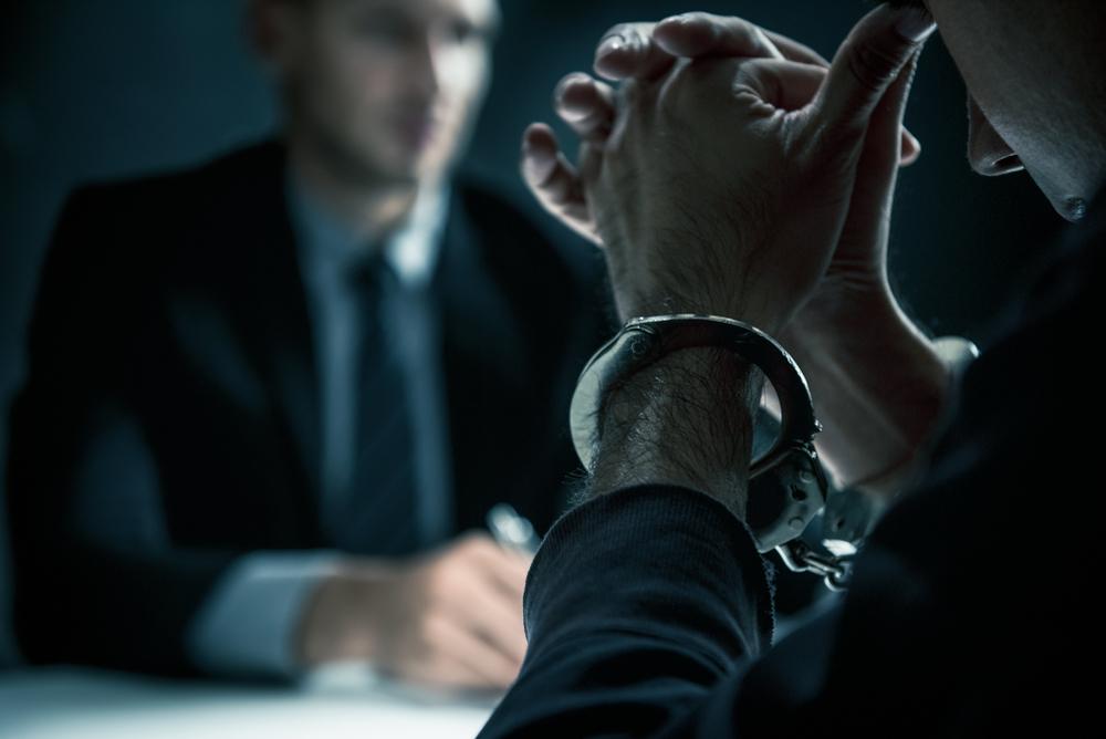 Delincuente detenido - Islandia nación sin crímenes