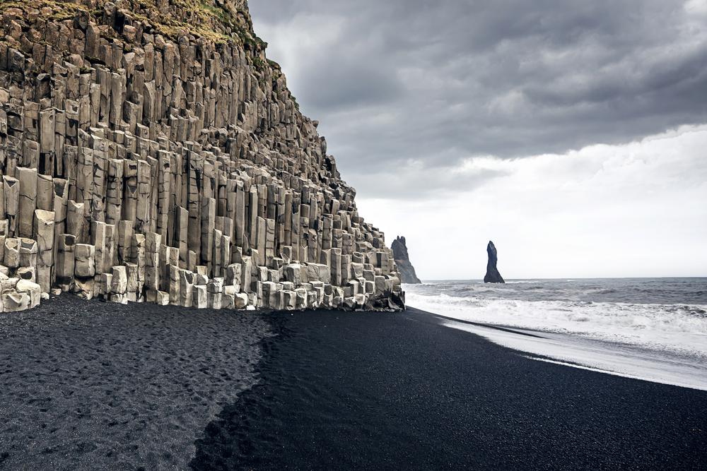 Playa de arena negra en Vik - Viajando por el sur de Islandia