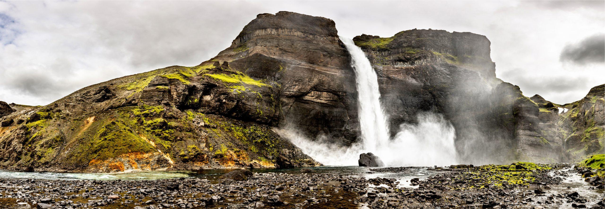 Vista panorámica de Háifoss - La cascada más alta de Islandia