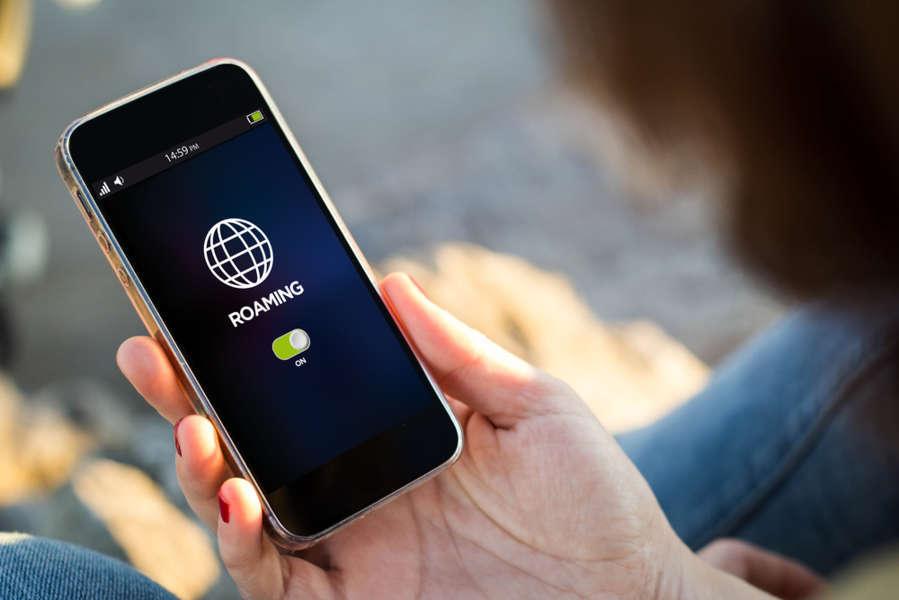 Movil con la itinerancia de datos activada y el roaming