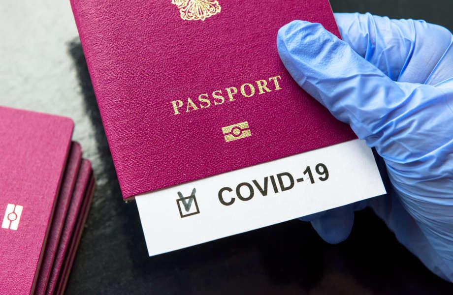 pasaporte con el registro de la pcr para viajar a Islandia
