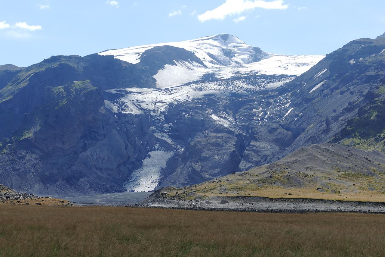 Volcan Katla, debajo de un cama inmensa de glaciar